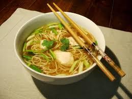 comment cuisiner les nouilles chinoises soupe de poulet nouilles chinoises ciboule gingembre coriandre