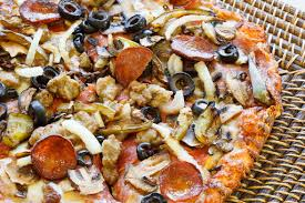 round table pizza lakeport ca pizza restaurant round table pizza reviews and photos 821 11th