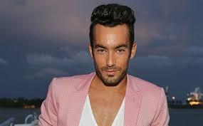 machos vergones fotos gratis el actor mexicano aaron diaz se desnuda en las redes people en español