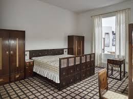 modernist architects josef hoffmann and adolf loos contrasting modernist architects
