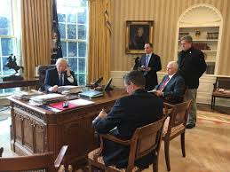Oval Office Desk Brian Stelter On On S Desk In The Oval Office