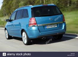 opel minivan car opel zafira 2 0 turbo van model year 2005 blue moving