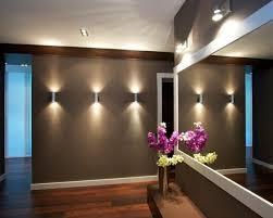 wohnideen flur kleiderschrank wohnideen flur tolle beleuchtung spiegel blumen eingangsbereich