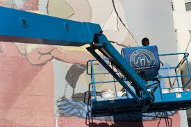 up news sneak peek barcelona artist and muralist aryz painting his latest mural in the tenderloin district san francisco