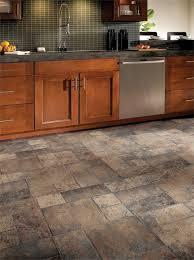 tile kitchen floors ideas 25 melhores ideias de laminate flooring for kitchens no