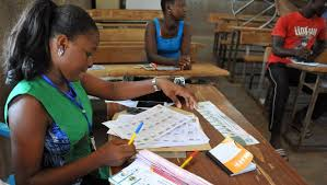 tenue d un bureau de vote elections municipales au burkina faso faible affluence dans les