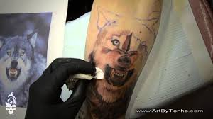 by tonho wolf black and gray tatuaje