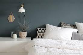 schlafzimmer blaugrau dunkelblaue wand im schlafzimmer kolorat