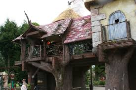 file tree house jpg file alton towers tree house jpg wikimedia commons
