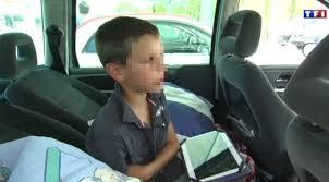 enfant sans siege auto pendant que tf1 filme les enfants s amusent sans siège auto ou