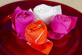 Pliage De Serviette En Tissu Simple by Comment Faire Une Rose Avec Une Serviette En Papier Youtube