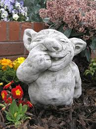 nose picker gargoyle ornament gg12 33 24 garden4less