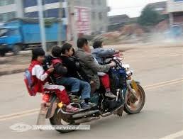 siege enfant moto le transport d un enfant à moto la législation et les équipements