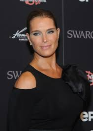 Brook Shields Brooke Shields Has A Spray Tan Disaster At Diana Vreeland Movie