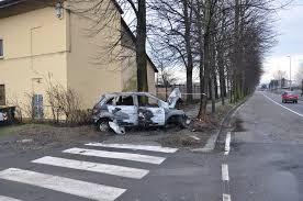 si e auto b auto esce fuoristrada in viale falchera e poi si incendia tre