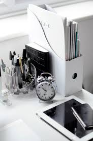 White Desk Best 25 Black Desk Ideas On Pinterest Black Office Desk Black