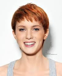 very short hairstyle with a layered application of two red colors
