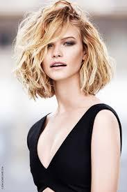 coupe cheveux fins visage ovale style de cheveux femme coupes courtes cheveux fins abc coiffure