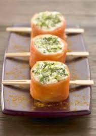 cuisiner le saumon fumé sushi de saumon fumé à la bûche de chèvre et pomme