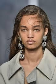 mismatched earrings trend statement earrings 2017 trend best earring 2017