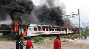 Kereta Api Breaking News Tiga Gerbong Ka Terbakar Di Tanjung Priok Tribun