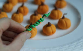 little pumpkins u2013 fall and halloween cupcake decorating ideas