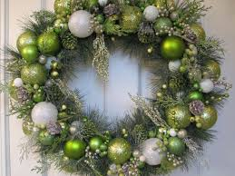 beauteous christmas wreath idea showing garland wreath and bling