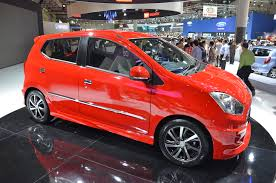 renault indonesia daihatsu ayla 1 0l eco car launched in indonesia image 132175