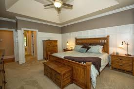 Craftsman Bedroom Wainscoting Design Ideas  Pictures Zillow - Bedroom wainscoting ideas