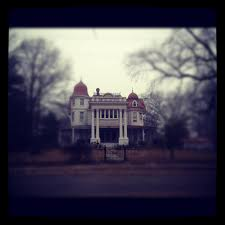 the story behind arkansas u0027s most haunted house will give you