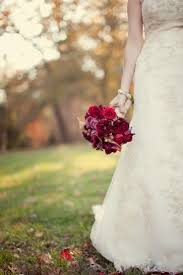 november wedding ideas raspberry reds and gold for a november wedding beingemmabryan