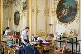bureau du premier ministre manuel valls hôtel matignon 28 07 2016 bains de foule