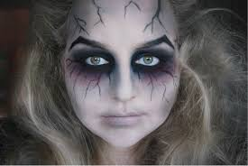 pretty halloween eye makeup