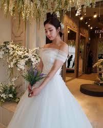 wedding dress daily shin sekyung showcases beauty in wedding dress daily k pop news
