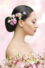 Asiatische Hochsteckfrisurenen Anleitung by Chinesischer Dutt Mit Blüten Frisuren Mit Dutt