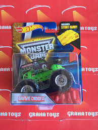 grave digger radio control monster truck grave digger 05 2016 wheels monster jam case a grana toys