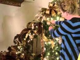 How To Decorate A Banister Christmas Decorating How To Decorate A Staircase For Christmas 4