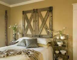 wohnideen schlafzimmer rustikal wohnideen schlafzimmer rustikale wanddeko tulpen hellgelbe wand