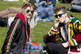 4 20 in hyde park using sniffer dogs to catch