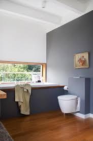 badezimmer weiß grau 1 blick ins badezimmer weiß grau eichenholz bad couchstyle