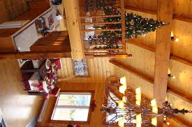 Beautifully Decorated Homes For Christmas Everyone Can Agree A Log Home Is Beautiful A Log Home At
