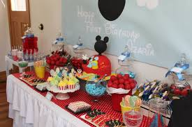 preparing mickey mouse birthday decorations criolla brithday