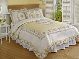 classic cameo quilt queen home furniture bedding decor