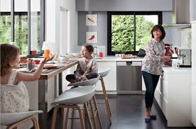 table de cuisine sur mesure table et chaises comment aménager le coin repas dans la cuisine