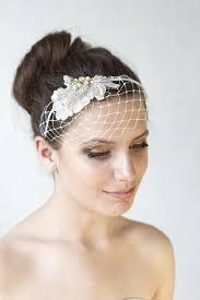 Hochsteckfrisurenen Hochzeit Mit Haarreif by Eine Kleine Süße Haarschmuck Elfenbein Französisch Schleier Auf