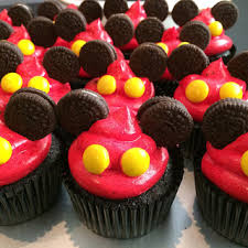mickey mouse cupcakes mickey macarons cookies marshmallow pops cupcakes cake