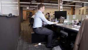 desk exercises at the office 10 easy exercises you can do at the office