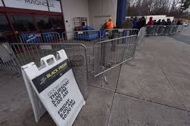 lining up at crossgates mall to get a jump on black friday deals