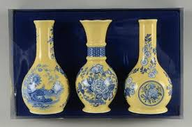 Spode Vases Spode Blue Room Garden Collection Yellow Background At