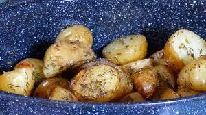 comment cuisiner les pommes de terre de noirmoutier pommes de terre nouvelles de noirmoutier au roaster cuisonaute